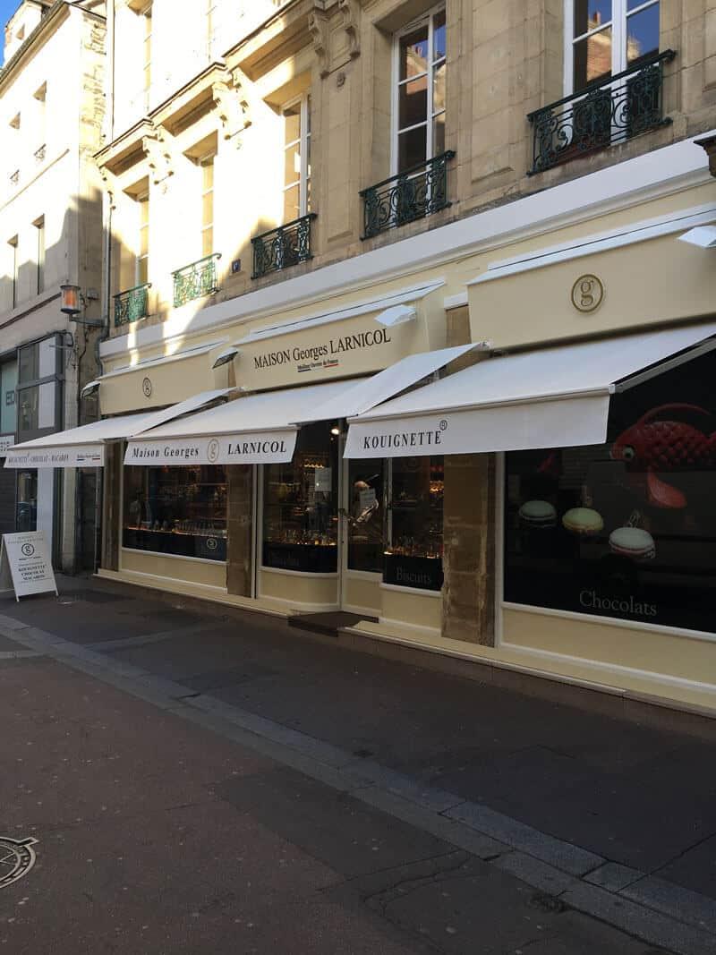 rénovation de façades / relooking extérieur commerces à Caen (après travaux)